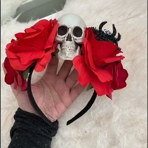 Accessories - 3/$25🌹 Skull and roses headband